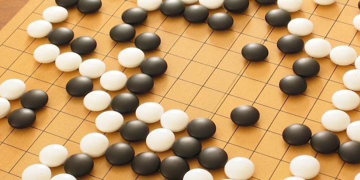 GO, il gioco da tavola che rappresenta attualmente la maggiore sfida all'intelligenza artificiale nell'ambito dei mental game